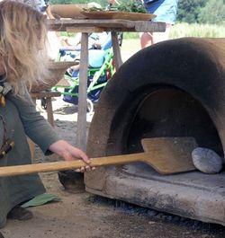 Mel, vand og flittige hænder – brødbagning i Haddeby