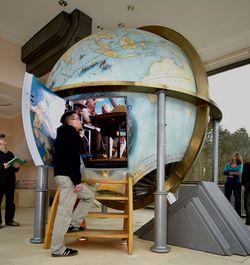 Mennesket mellem himmel og jord – en kæmpeglobus på Gottorp